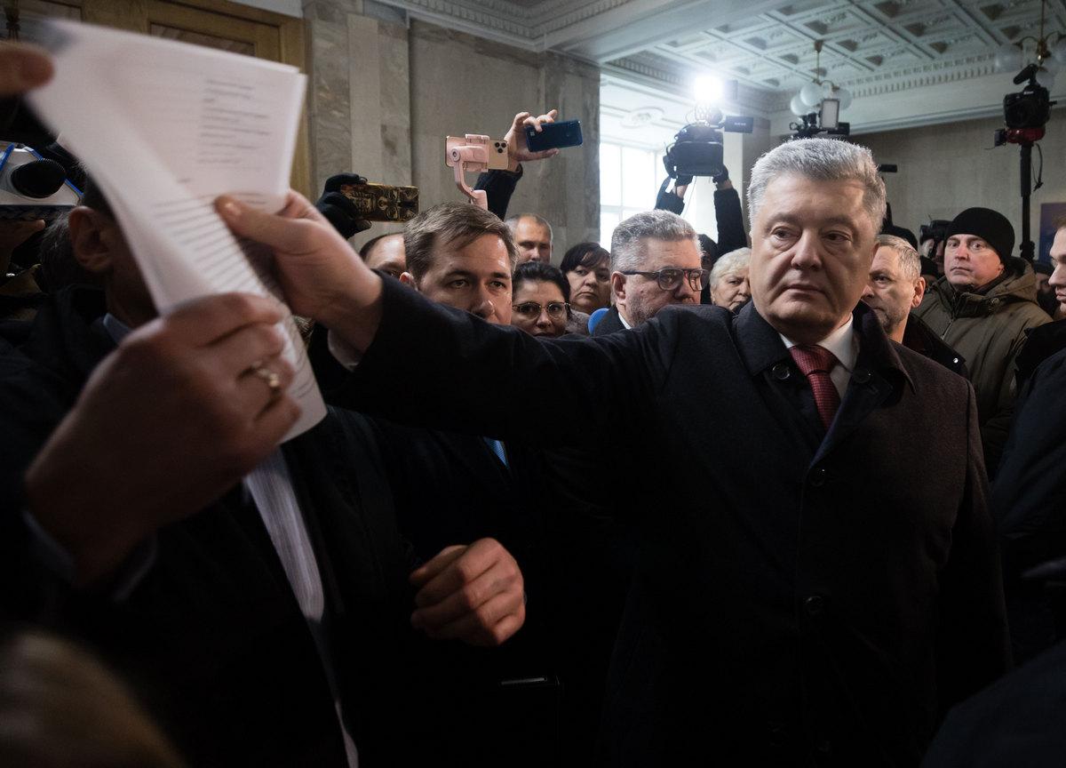 Суд обязал Нацполицию силой привести Порошенко на допрос в ГБР, – СМИ
