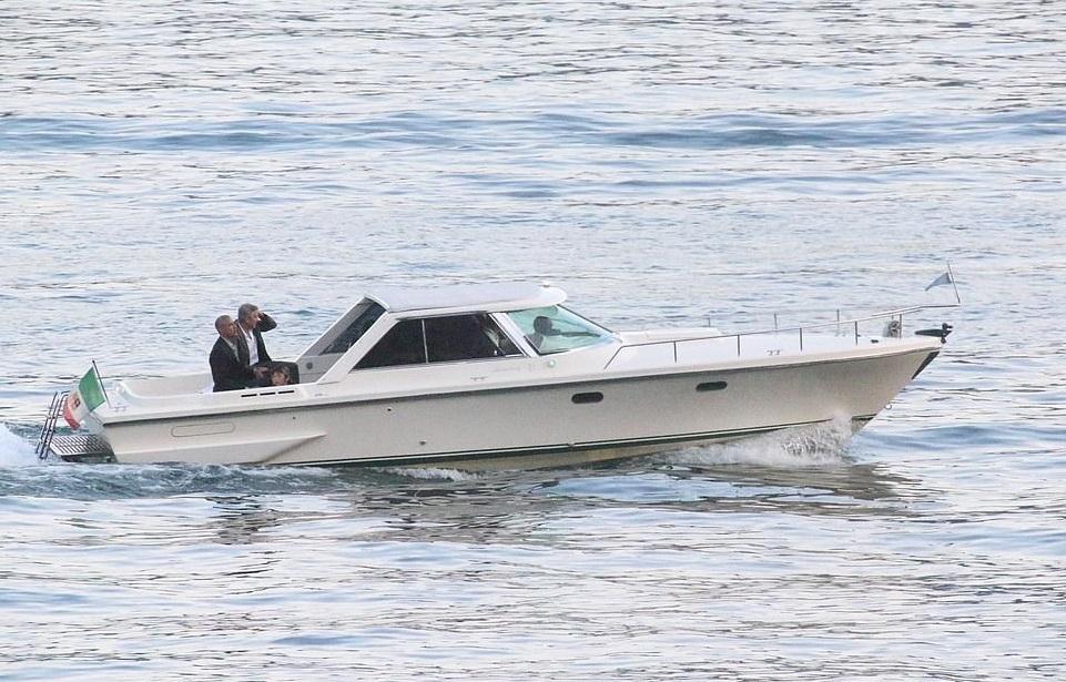 Джордж Клуни покатал Барака Обаму на катере по озеру Комо