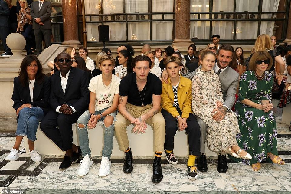 Виктория Бекхэм показала новую коллекцию на Неделе моды в Лондоне