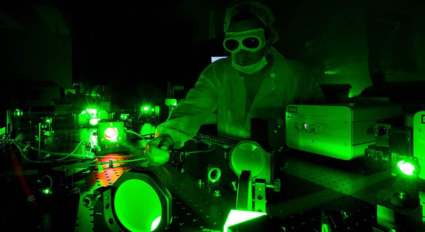 В лучах лазеров. Что нужно знать о работах лауреатов Нобелевской премии...