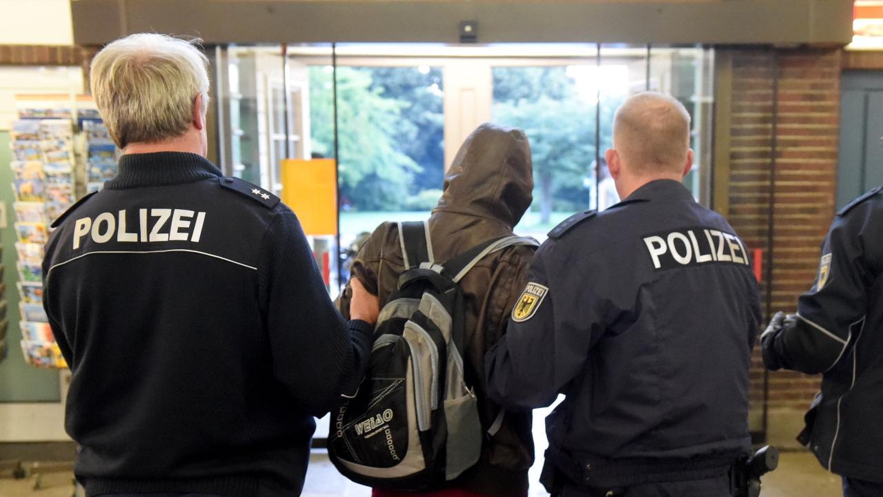 Полиции будут доплачивать за депортационные полеты из Германии