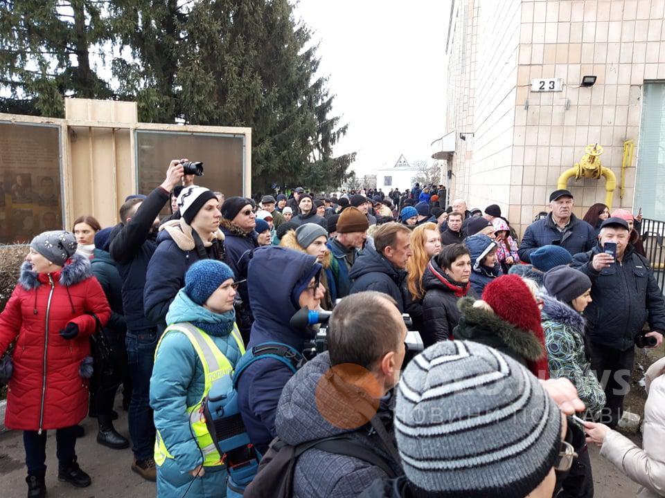 Жители Новых Санжар пытались прорваться в здание райсовета
