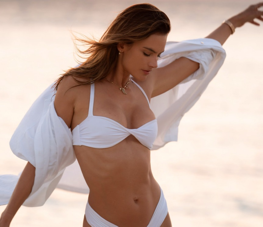 Тренд этого лета: Алессандра Амбросио продемонстрировала самый модный ку...