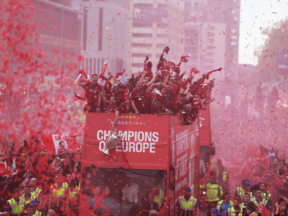 Вечеринка только начинается: Ливерпуль шумно отпраздновал победу в Лиге...