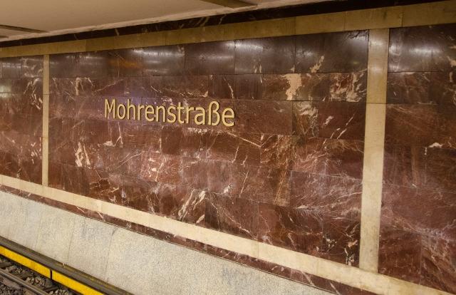 """В Берлине переименуют станцию метро из-за """"расистского подтекста"""""""
