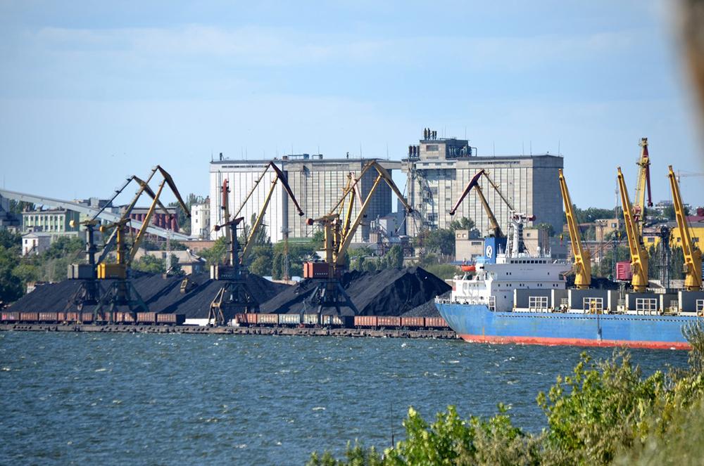 Работа Николаевского порта парализована: Одесская железная дорога не вып...