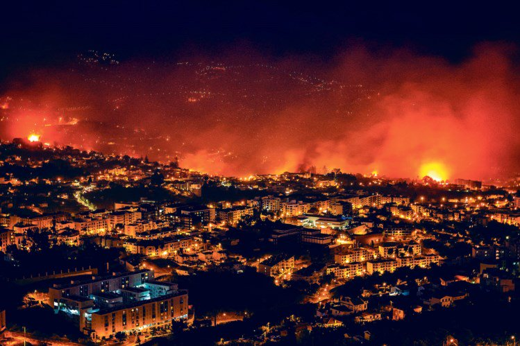 Горит остров Мадейра: эвакуированы тысячи людей, есть погибшие