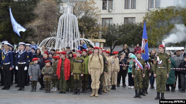 Оккупанты в Крыму организовали детский военный парад