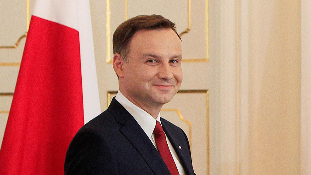 Выборы в Польше. Во второй тур проходят действующий президент и главный...