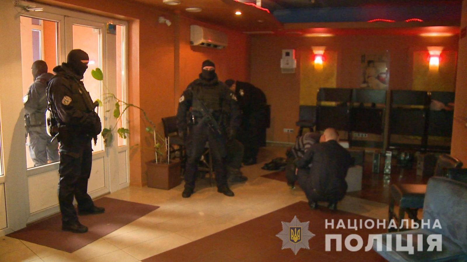 Гончарук и полицейские отчитались о закрытии тысяч игорных заведений