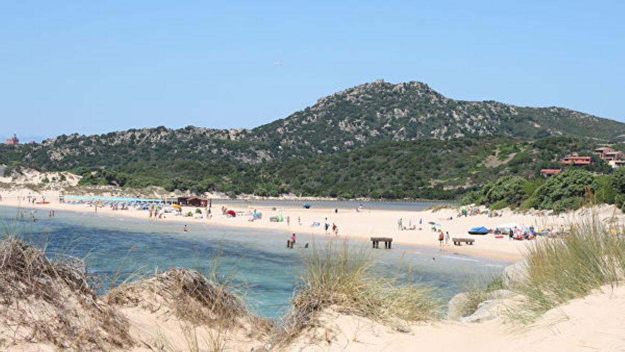 Французского туриста оштрафовали на 1000 евро за украденный с пляжа песо...