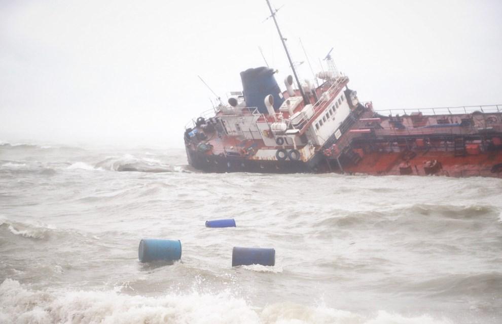 Пограничники говорят, что проверяли танкер Delfi до крушения и не увидели на его борту контрабанды
