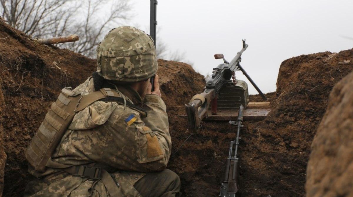 Двое бойцов ВСУ подорвались на Донбассе, - штаб