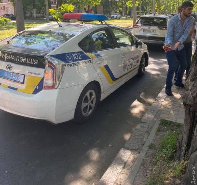 Угрожал полицейским и родителям. В Одессе водитель на переходе сбил четы...