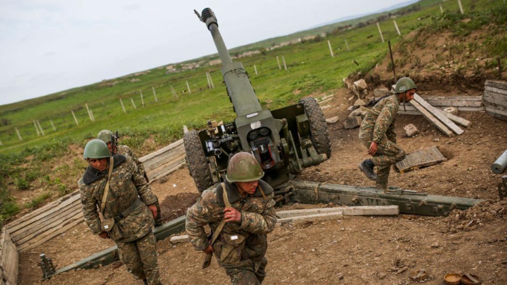 Азербайджан и Армения обвиняют друг друга в обстрелах территорий вне Кар...