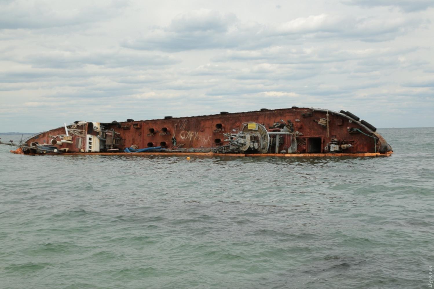 Куцый пообещал Зеленскому убрать с пляжа танкер Delfi до 20 июля