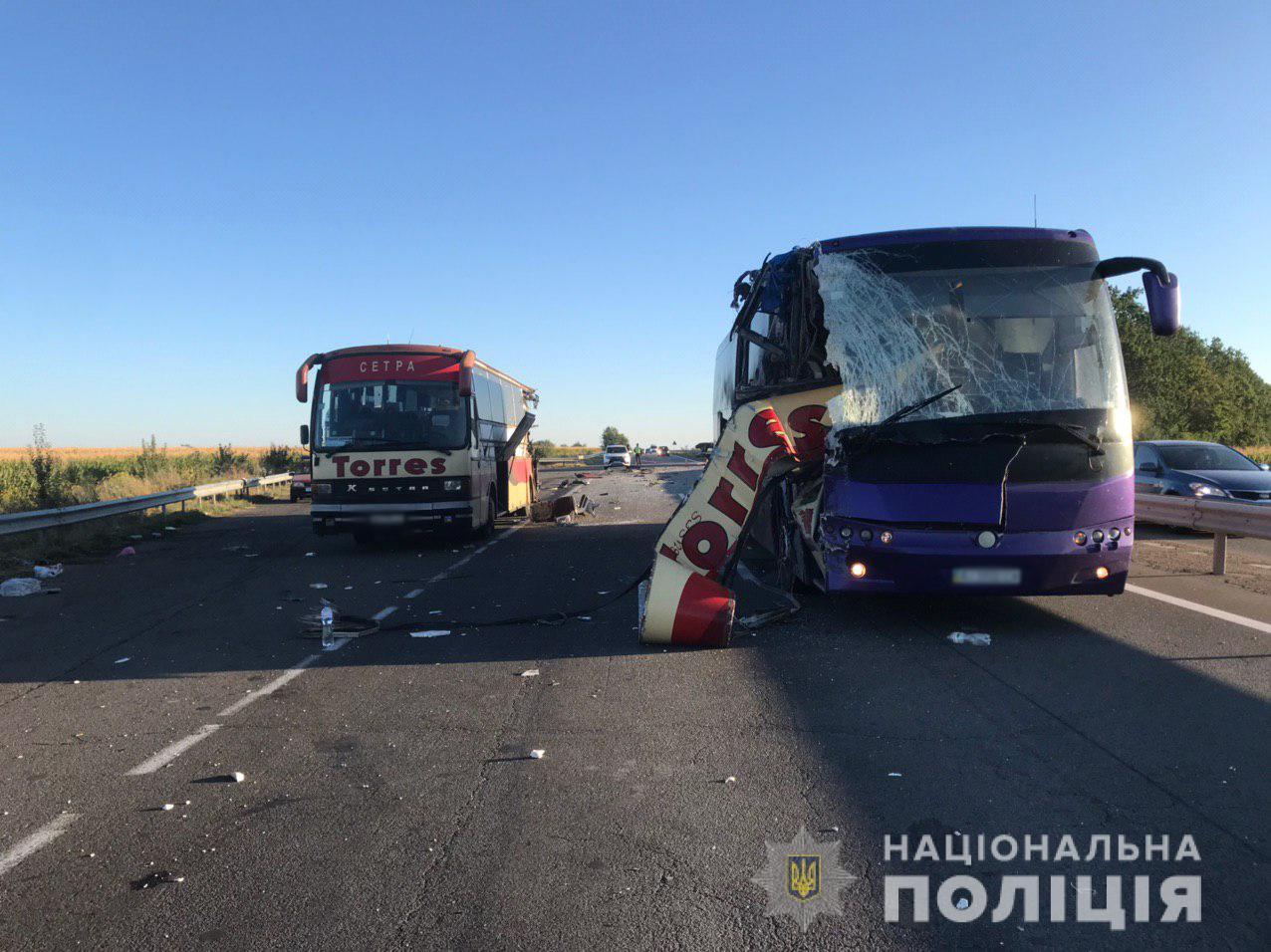 На Кировоградщине столкнулись  автобусы: 2 человека погибли, 10 с травма...