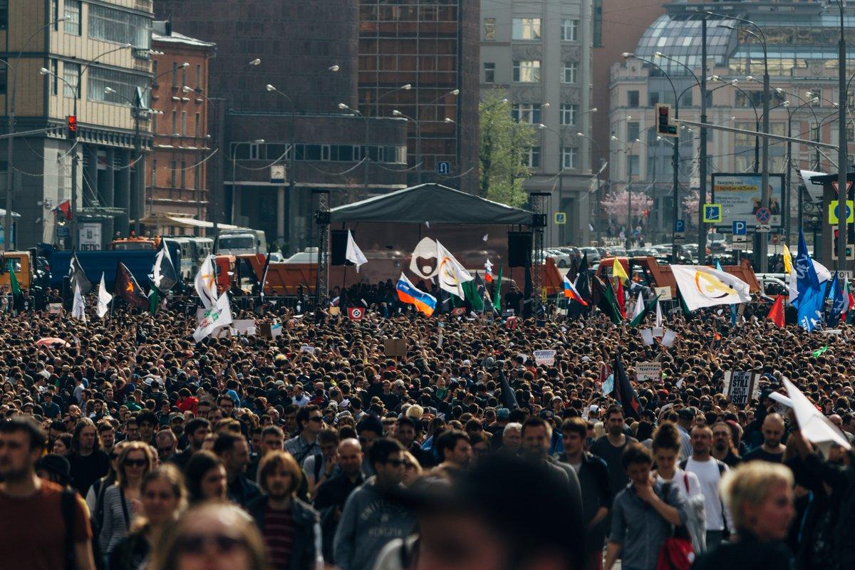Тысячи москвичей вышли на митинг в защиту Telegram