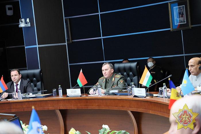 Министр обороны Беларуси обвинил Украину в причастности к попытке госпер...