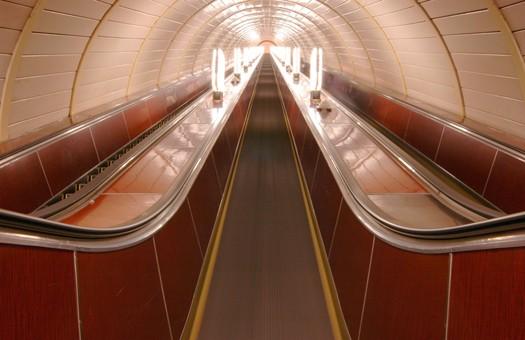Выходы с четырех станций киевского метро закроют по выходным