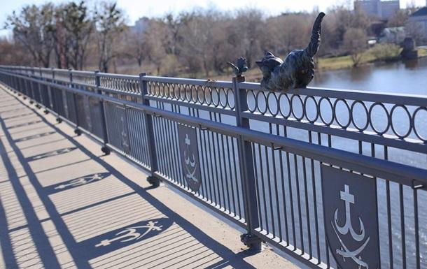 В Виннице с моста вандалы отломали бронзовую скульптуру кота