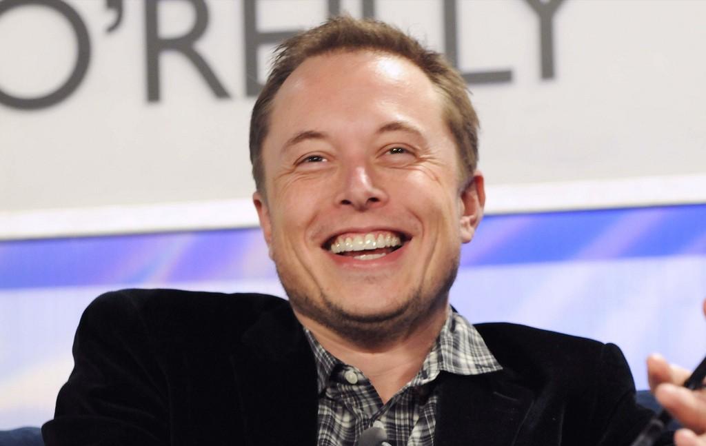 """Илон Маск пообещал электропикап Tesla и """"диско-режим"""" салона"""