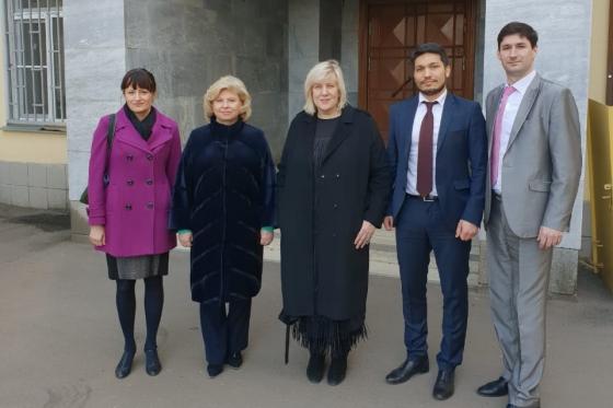 Комиссар Совета Европы вместе с Москальковой посетили пленных украинских...