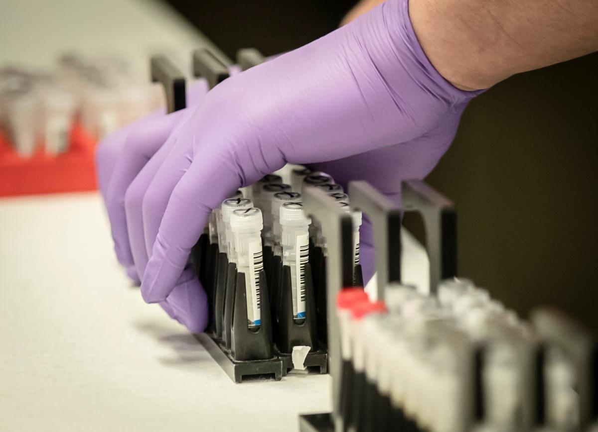 Официально: в Украину везут не только экспресс-тесты на коронавирус, но...