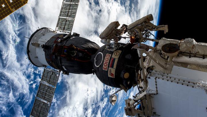 Российским космонавтам запретят материться в космосе