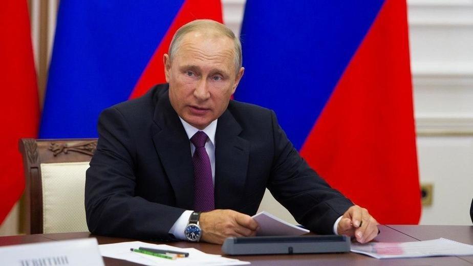 Путин объявил о регистрации в РФ вакцины против коронавируса. Его дочь у...