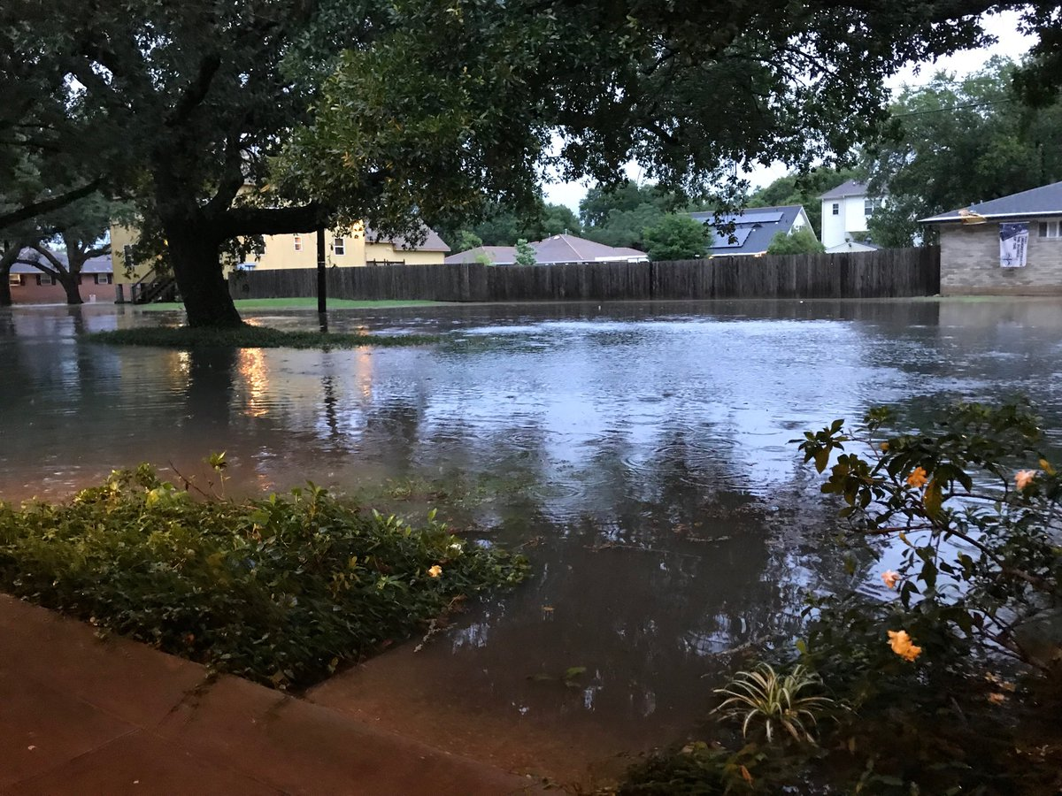 В США Новый Орлеан и часть Луизианы затопило дождем, на очереди ураган