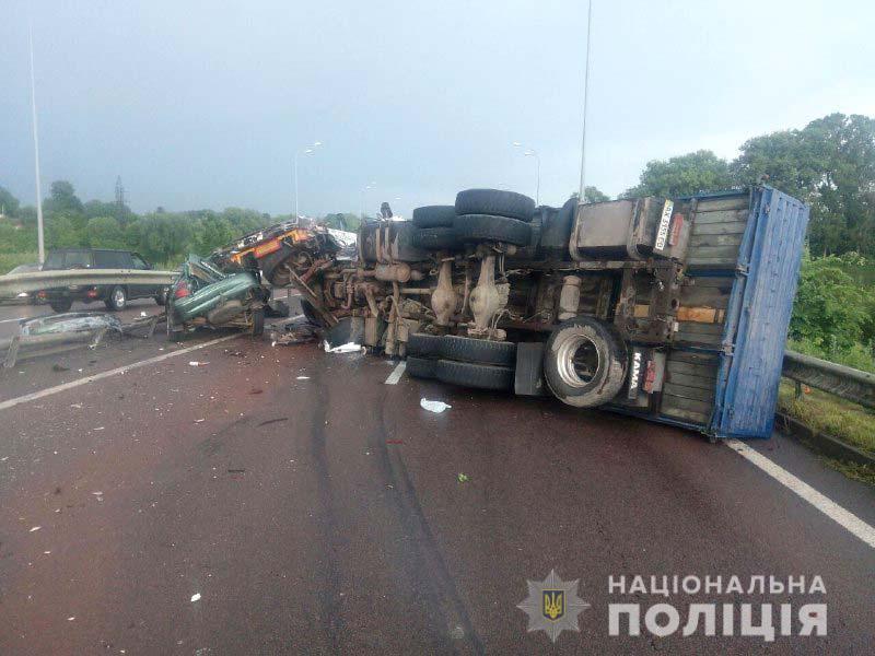 На трассе Киев-Чоп произошло массовое ДТП