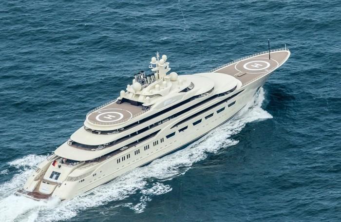 На воду спущена самая большая яхта в мире