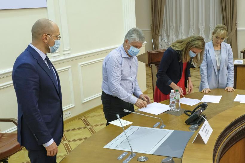 """Кабмин договорился с владельцами СЭС и ВЭС о снижении """"зеленого"""" тарифа"""