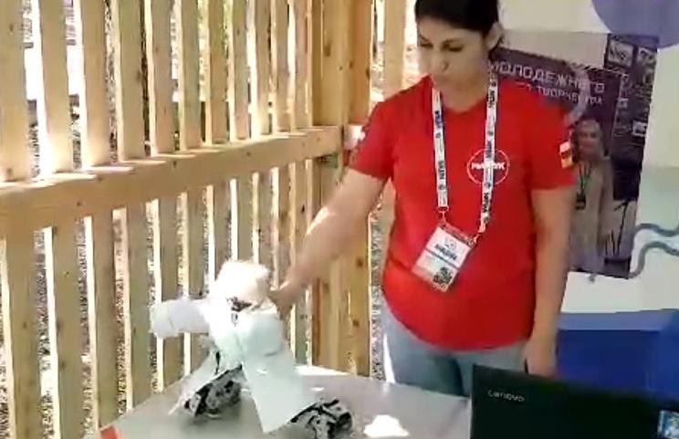 В России показали танцующего лезгинку робота