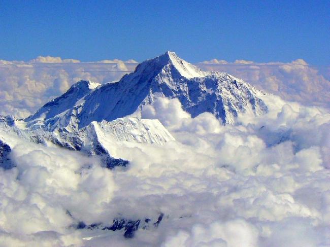 Из-за очередей на Эвересте погиб 11-й альпинист