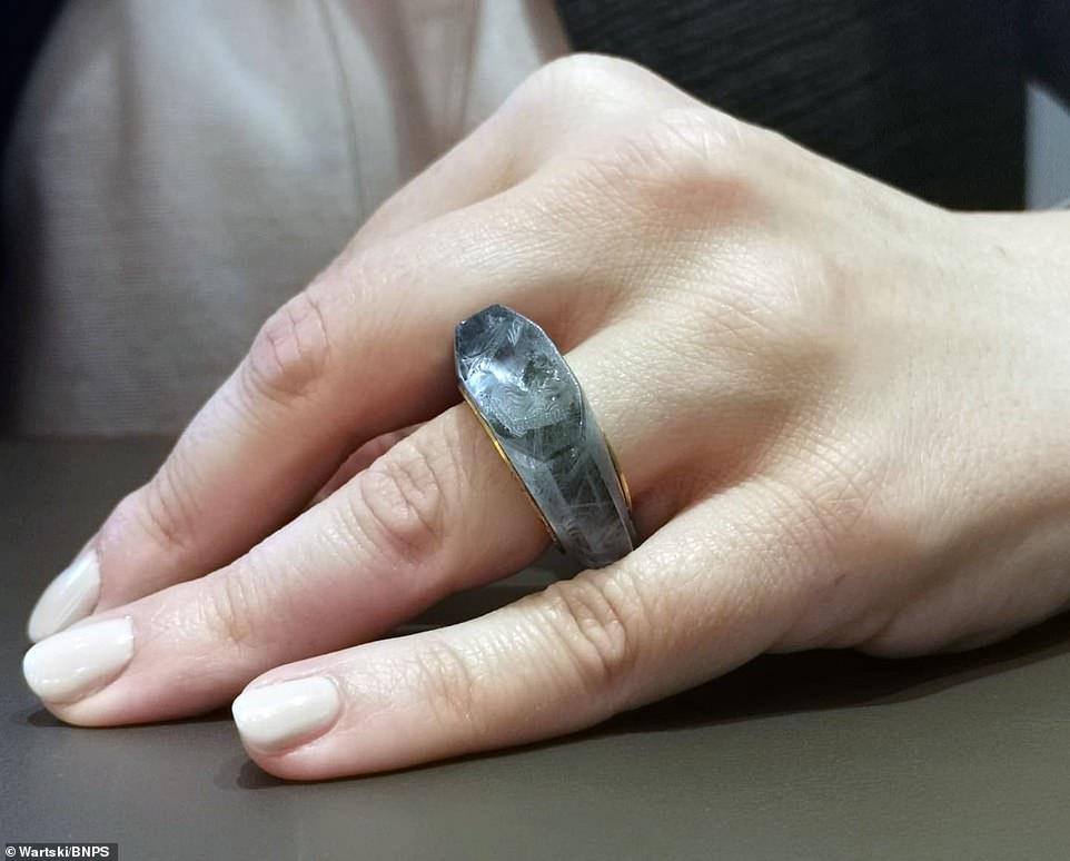 Кольцо Калигулы из цельного сапфира с портретом его жены Цезонии будет п...