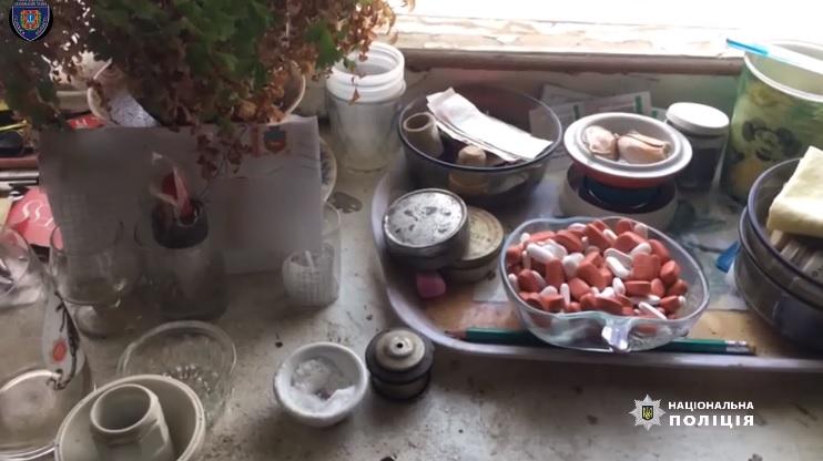 В Одессе годовалая девочка отравилась метадоном, который принимала ее ма...
