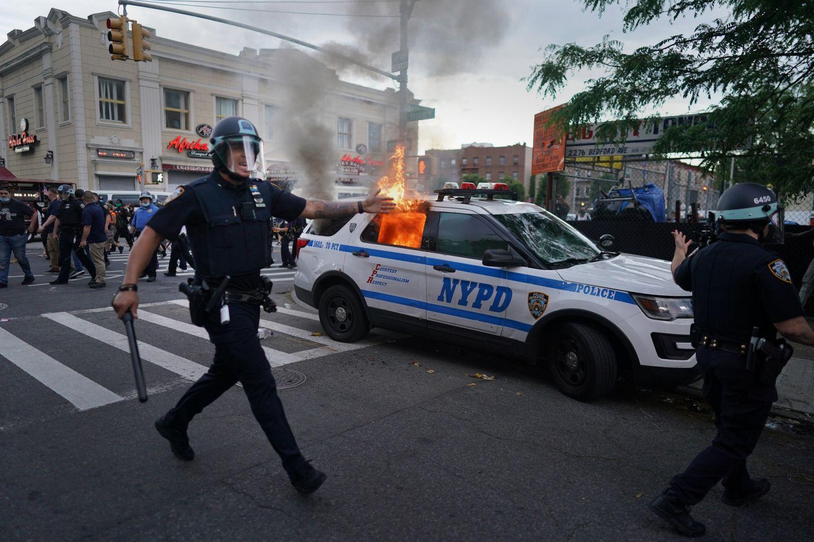 Америка в огне: в США продолжаются протесты, Трамп теряет поддержку и гр...