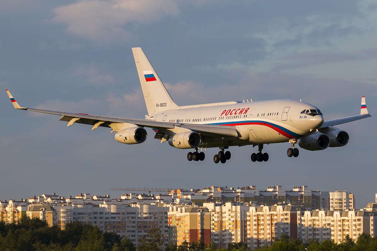 Самолет Путина приземлился в Крыму, куда ранее прибыл Медведчук