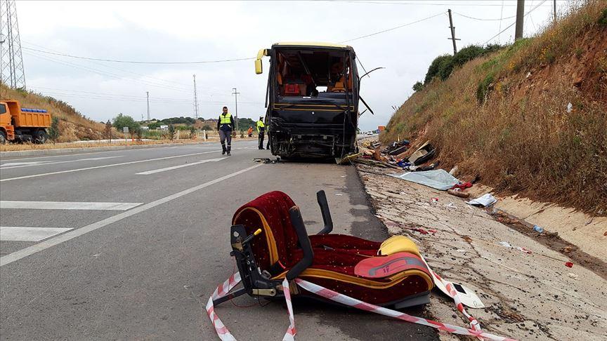 В Турции автобус с туристами столкнулся с автомобилем: есть погибшие