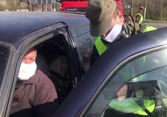 При въезде в Мелитополь установили КПП и ограничили проезд транспорта
