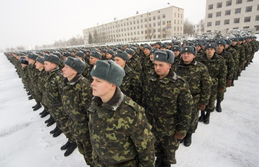 Более половины украинцев не готовы сражаться за страну, - опрос