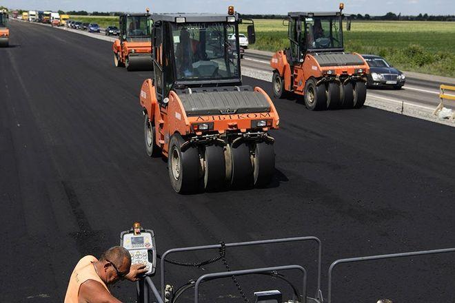 Половина государственных дорог в Украине отремонтирована, – Кабмин