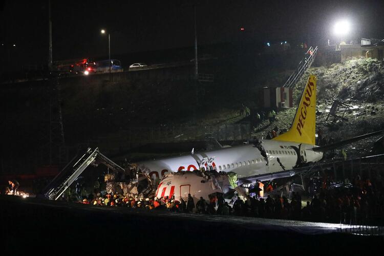 При посадке в Стамбуле развалился на части пассажирский лайнер (обновлен...