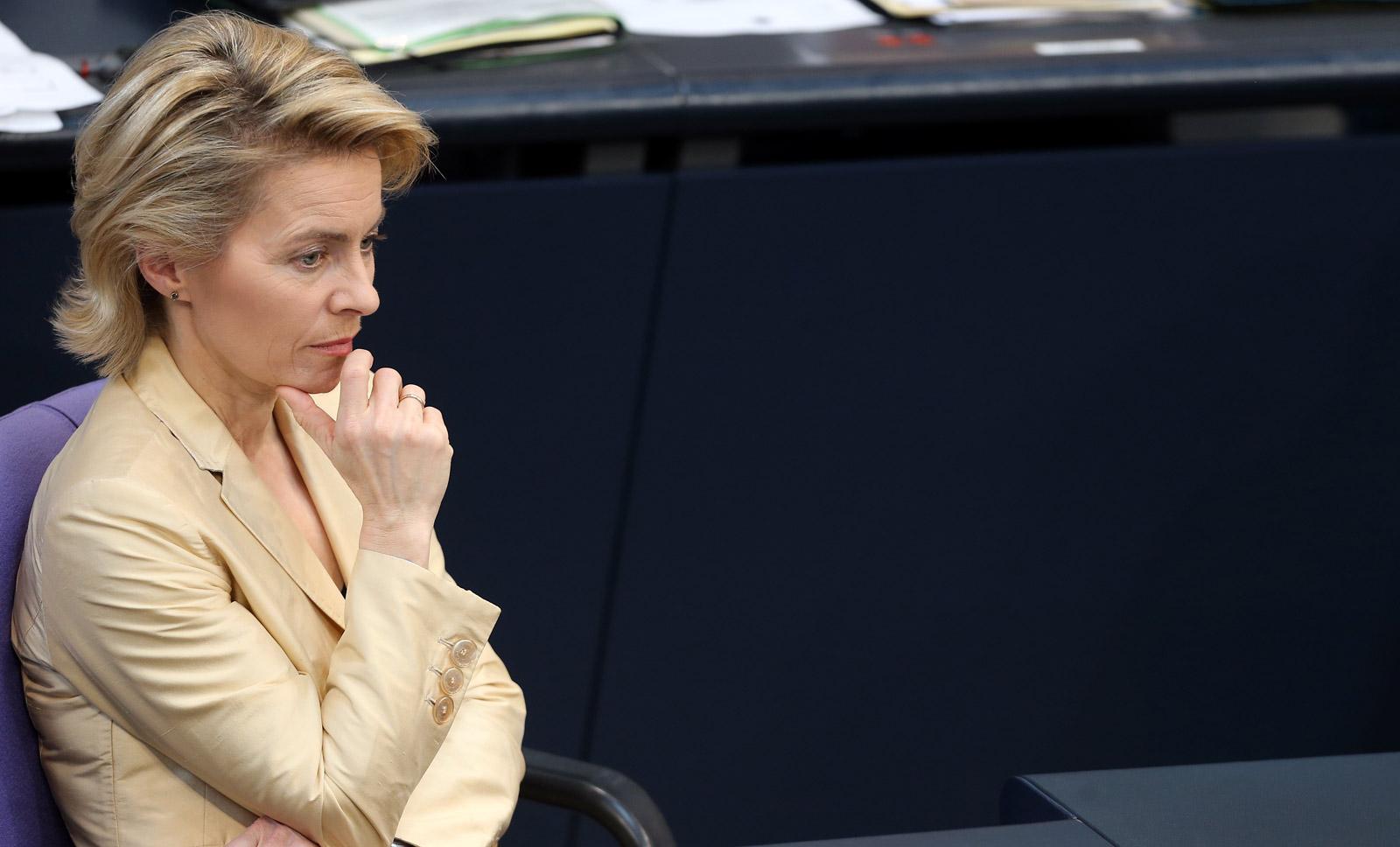 Германия против поставок Киеву вооружений, - министр обороны