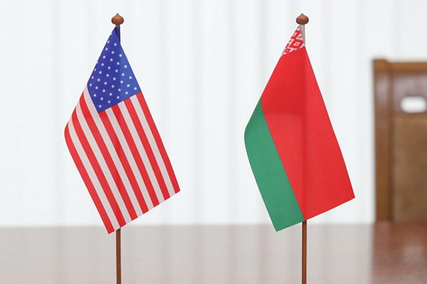 Официальные лица США и Беларуси впервые поговорили после начала протесто...
