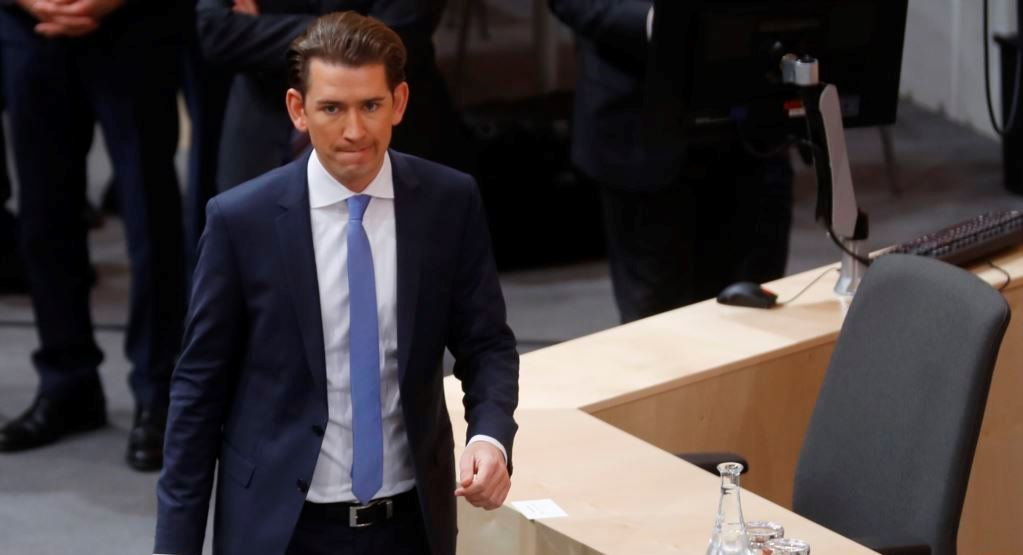Зеленский поздравил Себастьяна Курца с победой на парламентских выборах