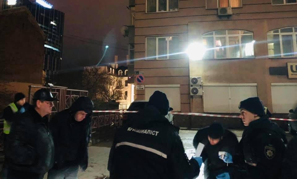 Камера видеонаблюдения засняла убийство хирурга в Киеве (видео 18+)