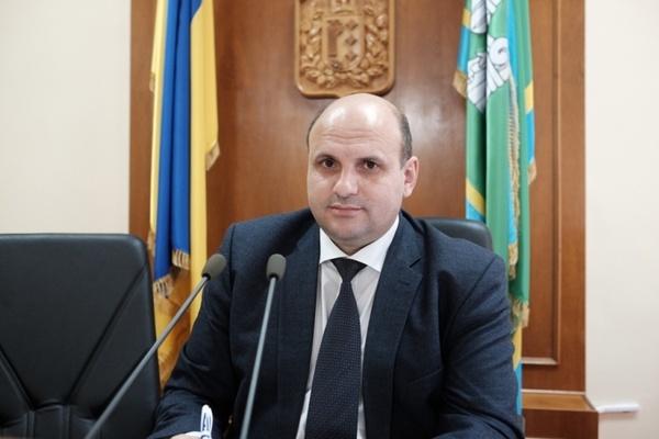 Суд отпустил под залог главу Черновицкого облсовета, подозреваемого в по...